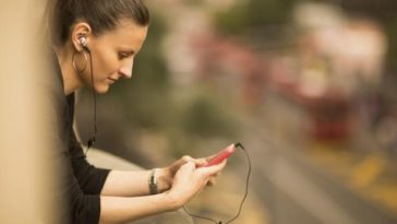Health Issues Side Effects of using Headphones and Earphones